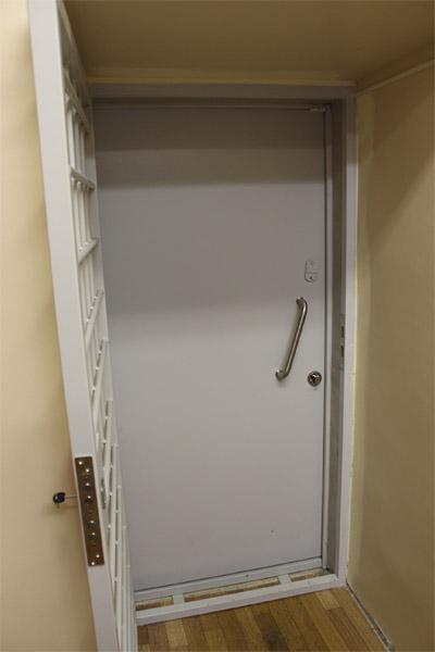 металлические двери в комнату
