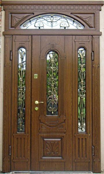 двери входные полуторные с фрамугой из дуба