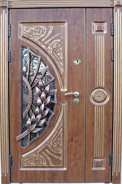 входные полуторные двери с ковкой